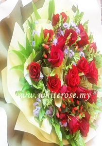 WRR02-Passion Love-Red Roses Hand Bouquet